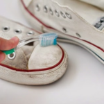 Mẹo làm sạch giầy trắng – công ty vệ sinh hà nội